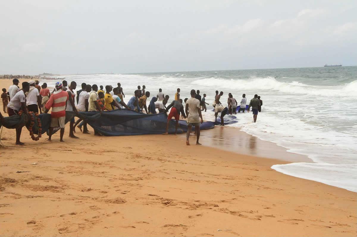 Activité de pêche à la plage de Lomé - Togo